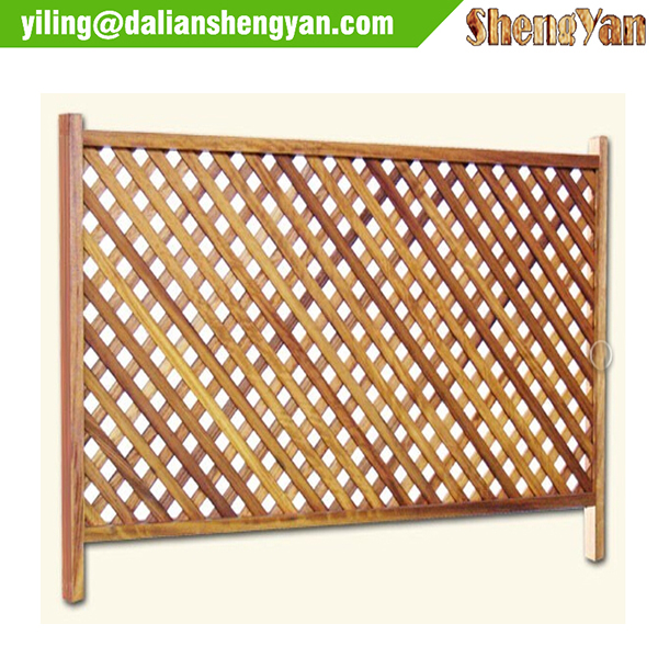 wooden garden fence / garden lattice