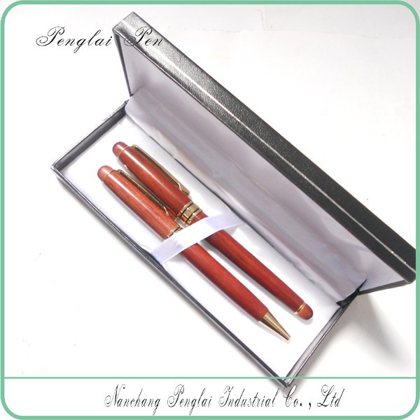 2017 Nice ball pen with gift box, business wooden gift pen set