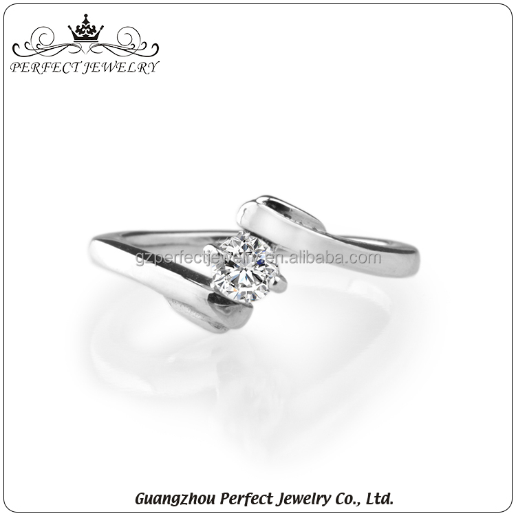 Factory Manufacturer Wholesale 2016 New Design Simple Style Women Charming Wedding Rings With Cz