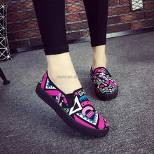 Wholesale $1 dollar shoes new women slip on rubber colorful shoes