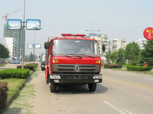 DONGFENG BRAND 4*2 10000L,160hp,Euro 3, ENGINE,cheap price,145 type,chemical fire truck