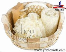 Natural wooden bathroom accessories set