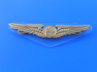 gold engraving pilot emirates airline wing pin badges