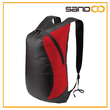 Simple, streamlined design making it light and low-profile Day Pack