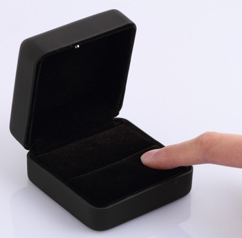 Hot sale engagement ring box led light shenzhen factory