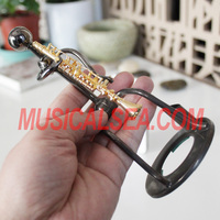 Wholesale metal handmade 3D figurine man crafts single pen holders and metal home themed decoration for music gift