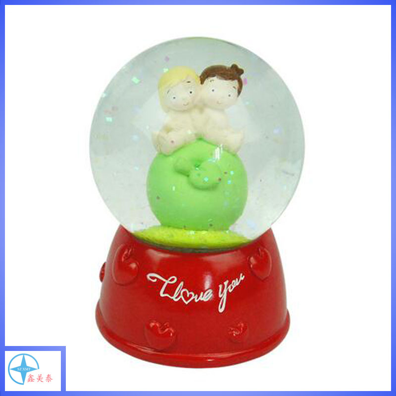 High quality resin customized valentine day snow globe for lover