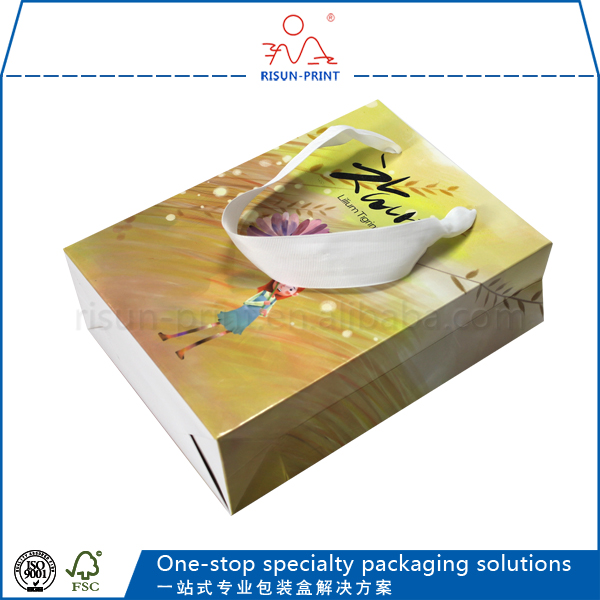 recyclable use eco-friendly paper cosmetic set external packaging bag UV paper shopping bag