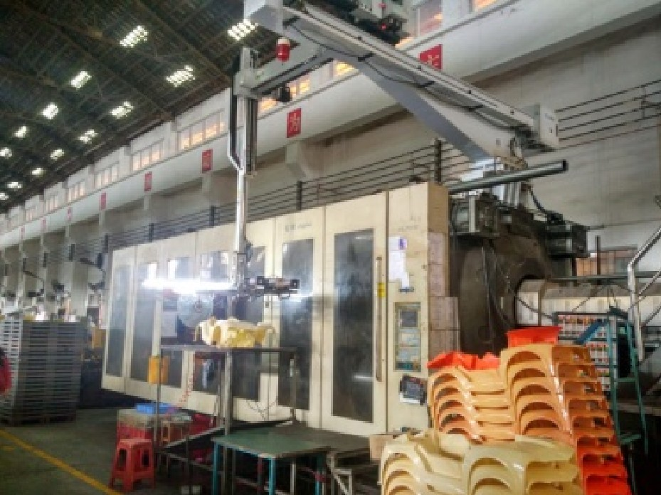 Automatic Injection Molding