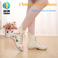 The half shoes or women half shoes woman 2017 fashionable boot for Spring and Autumn