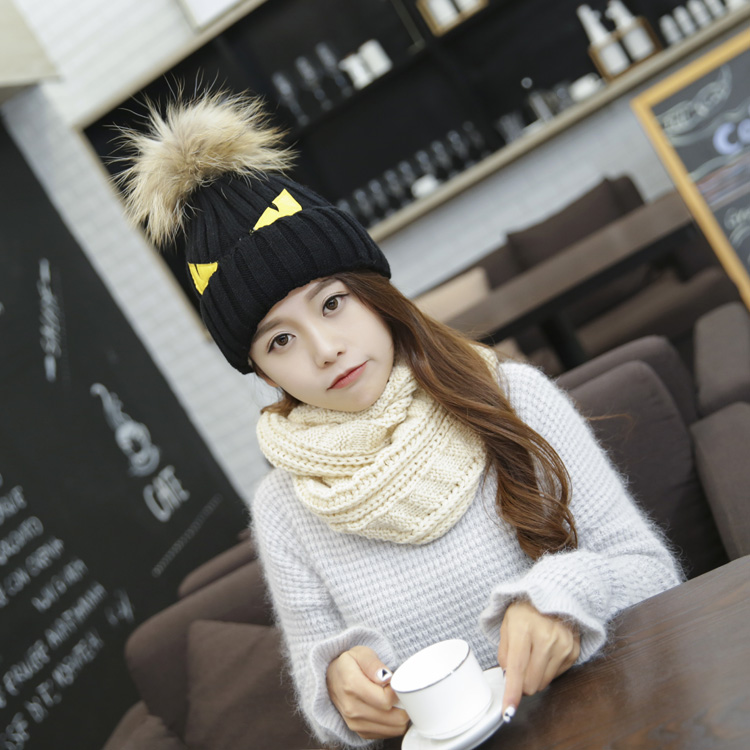 2017 New style wholesale winter warm knitted hat with fur pom pom
