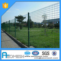 Factory directly sale welded galvanized wire mesh 3D bend fence panel