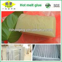 Thermoplastic glue for ceramic tiles