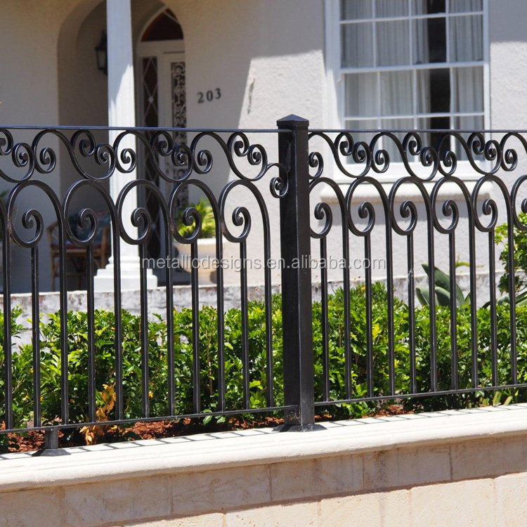 Outdoor Rustproof Metal Landscape Wire Fencing Folding Patio Fences Flower Bed Animal Dogs Barrier