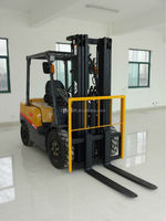 Japan engine,2 ton gasoline forklift truck, in good condition