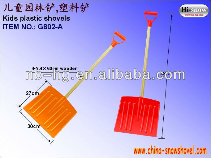 plastic children snow shovel with wooden handle(G802-A)