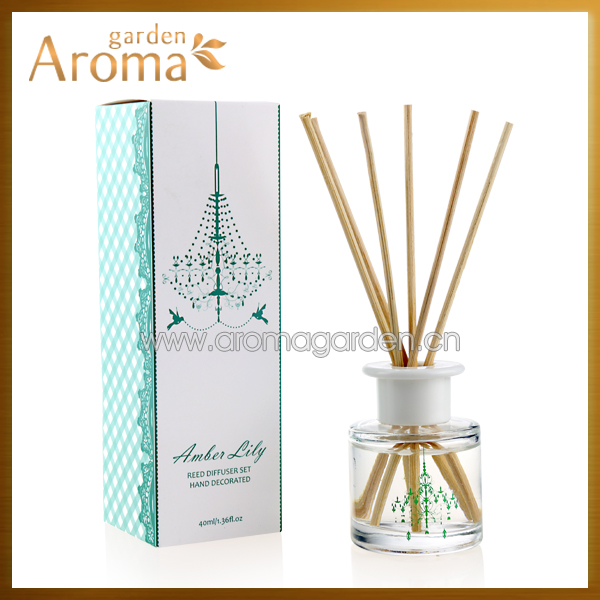 Lovely gift window packaging 40ml mini reed diffuser with rattan sticks