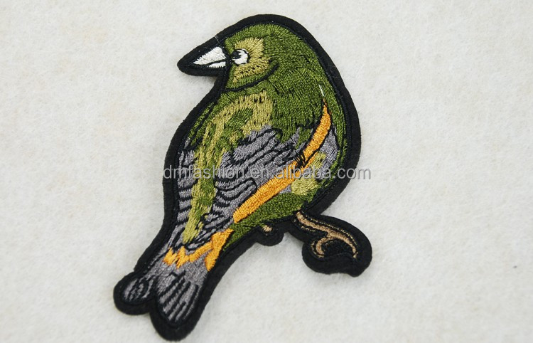Fashionable iron on embroidery applique patch bird wholesale