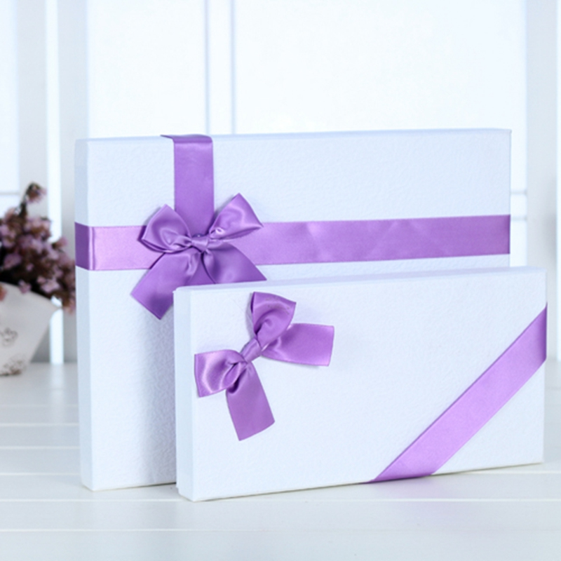 32.5x17x6.5cm Two Material Available Satin Ribbon Decoration White Box Packaging
