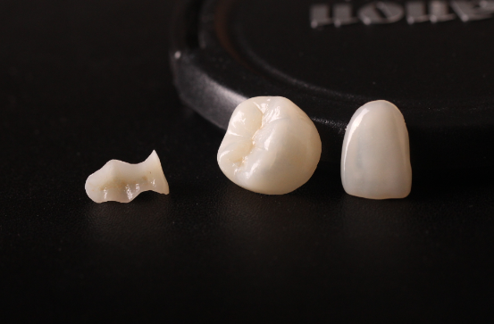 Pre Sintered Yttria Stabilized Zirconia Ceramic Top Translucent with C2