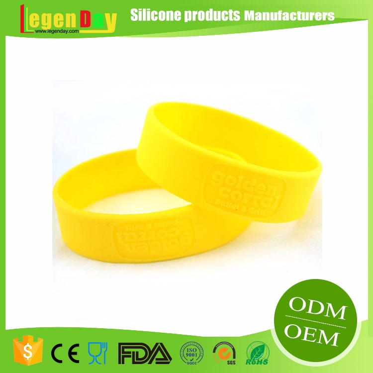 Embossed customizable silicone plastic wristband clasp