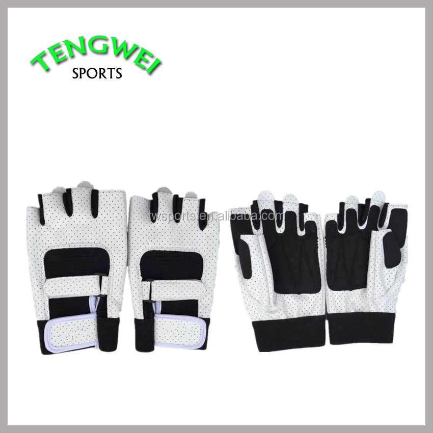 Manufactures of Custom Gloves Sports for Both Men and Women In China
