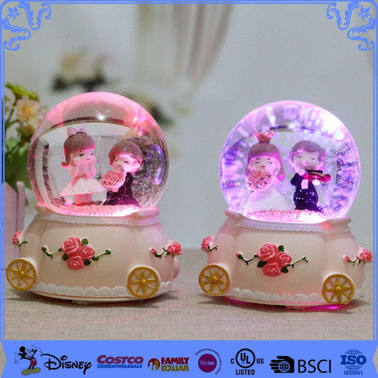 Newest Handmade Resin Wedding Favors Gifts Snow Globe