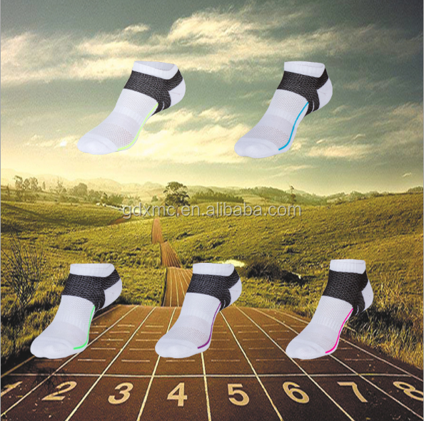 2017 classic fashion cheap 100% cotton sports socks