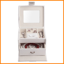 Special clearance Lawei small jewelry box wholesale jewelry box white mini portable dressing dumped goods