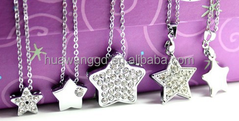 Rhinestone star pendant necklace