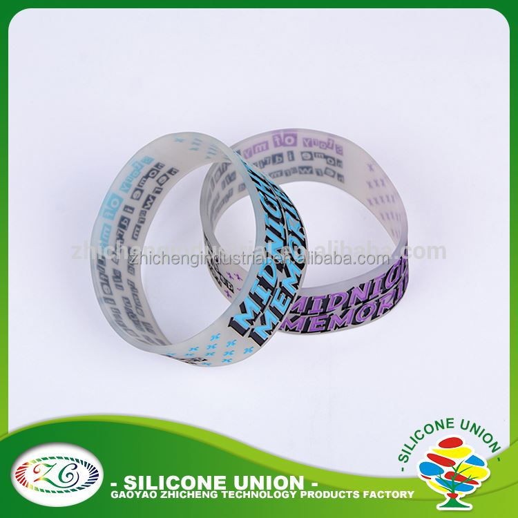 New design debossed color filled silicone rubber ball bracelet