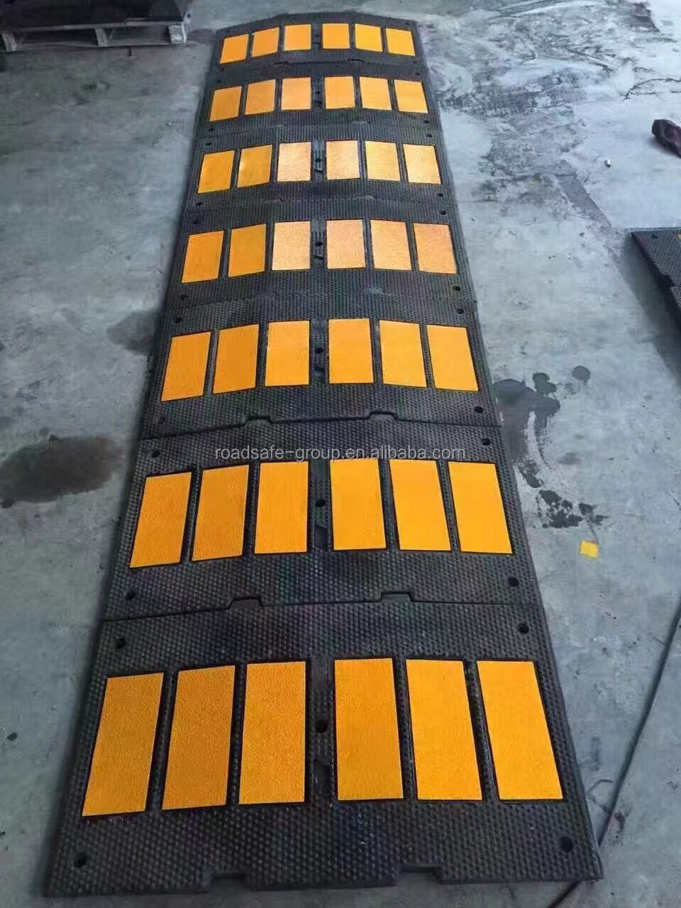 Safety traffic Rubber Speed bump speed breaker