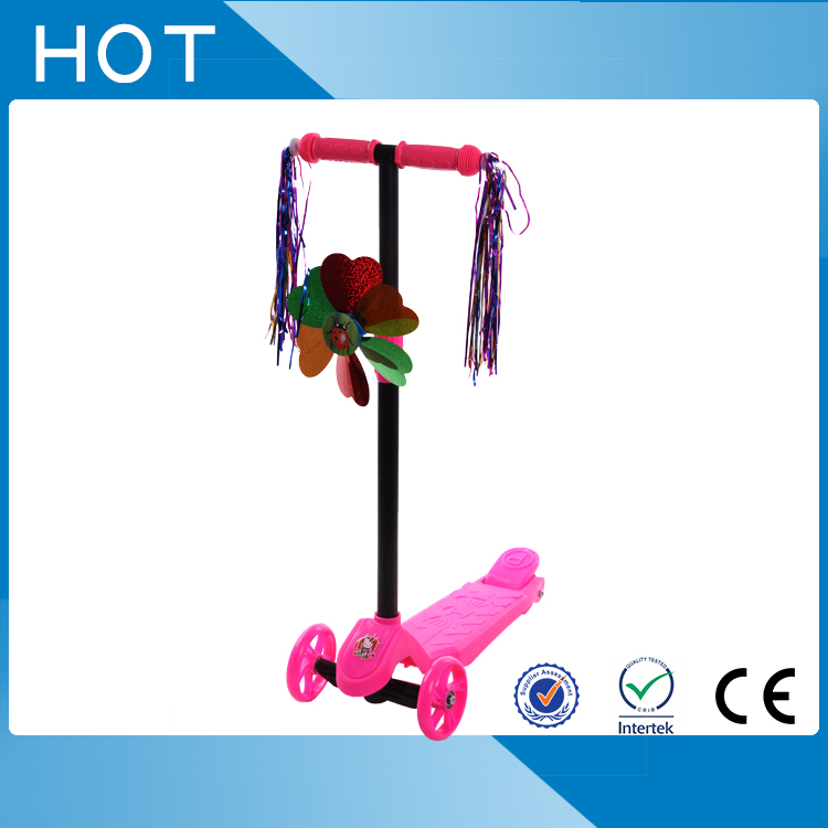 2017 hot sale plastic kids scooter with freely wheels
