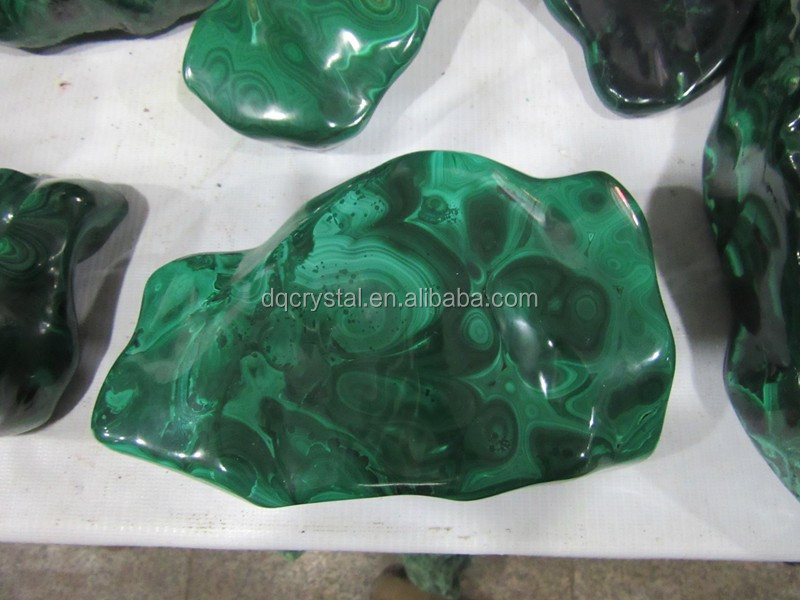 2015 Wholesale Natural Big Malachite Tumbled Stones carvings