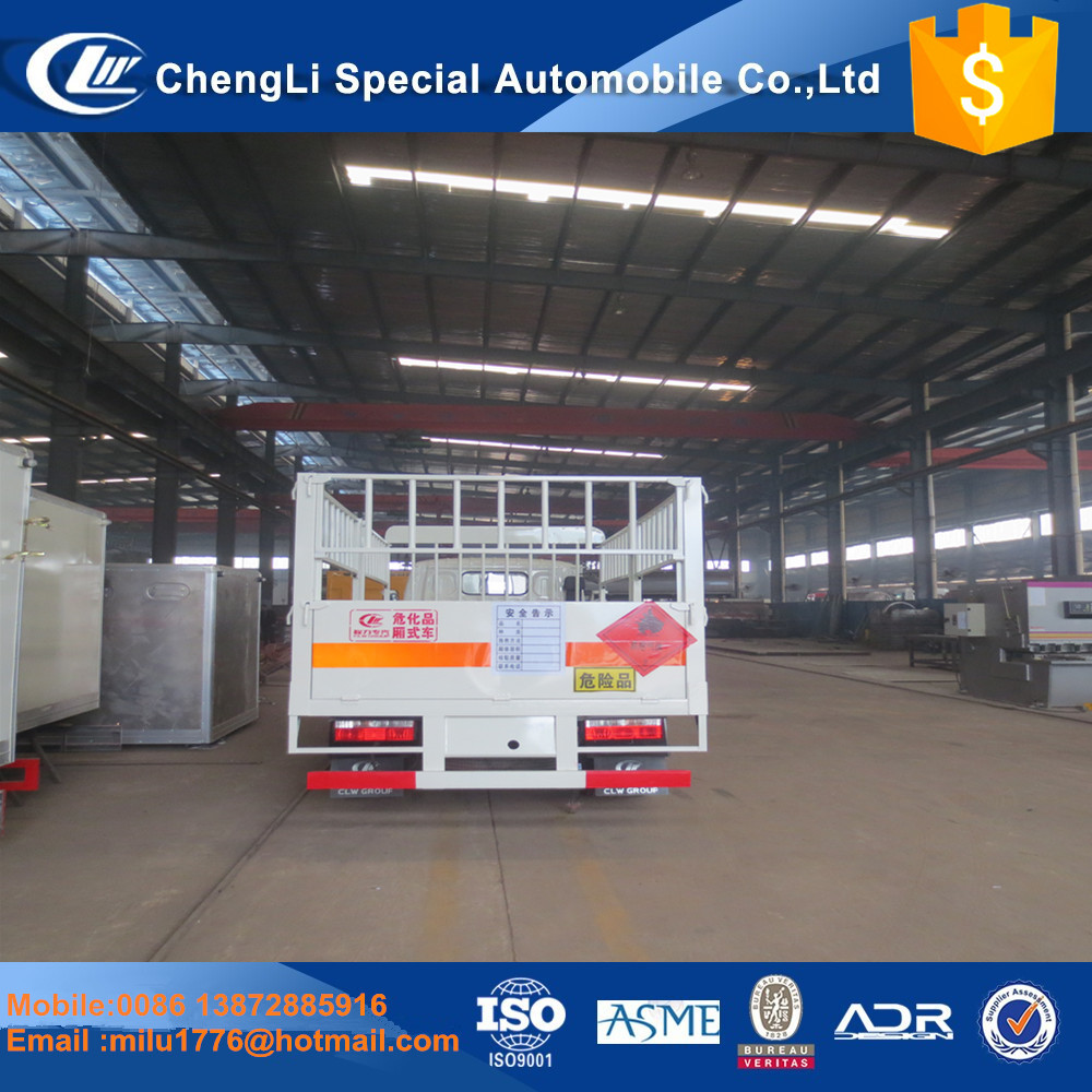 Low price 131HP 4*2 Dongfeng cargo truck stake van truck for sale