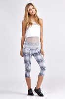 Custom printed hottest tight yoga capris / yoga pants / workout bottoms