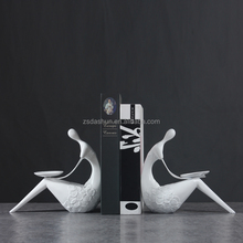 Modern custom made wholesale human decoration resin bookend