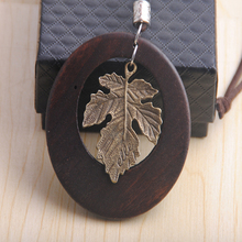 New fashion jewelry engrave wood pendant with metal alloy leaf charm necklace wholesale
