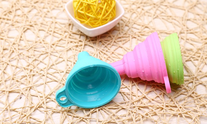 BPA.FDA food grade kitchenware silicone L/M/S collapsible funnel separating