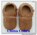 only supply top quality soft sole leather baby moccasins shoes without the characters on them with fringe on them