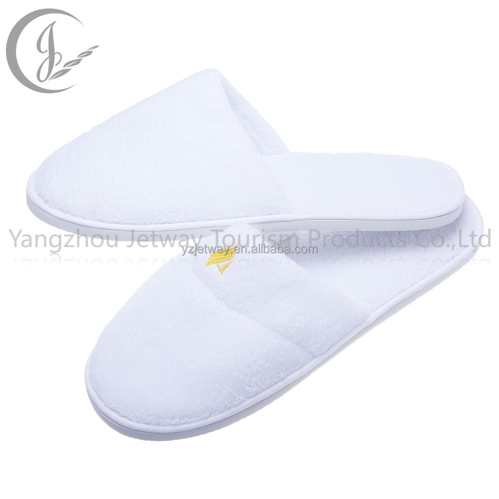 Hot selling white coral fleece hotel slipper with sponge heels