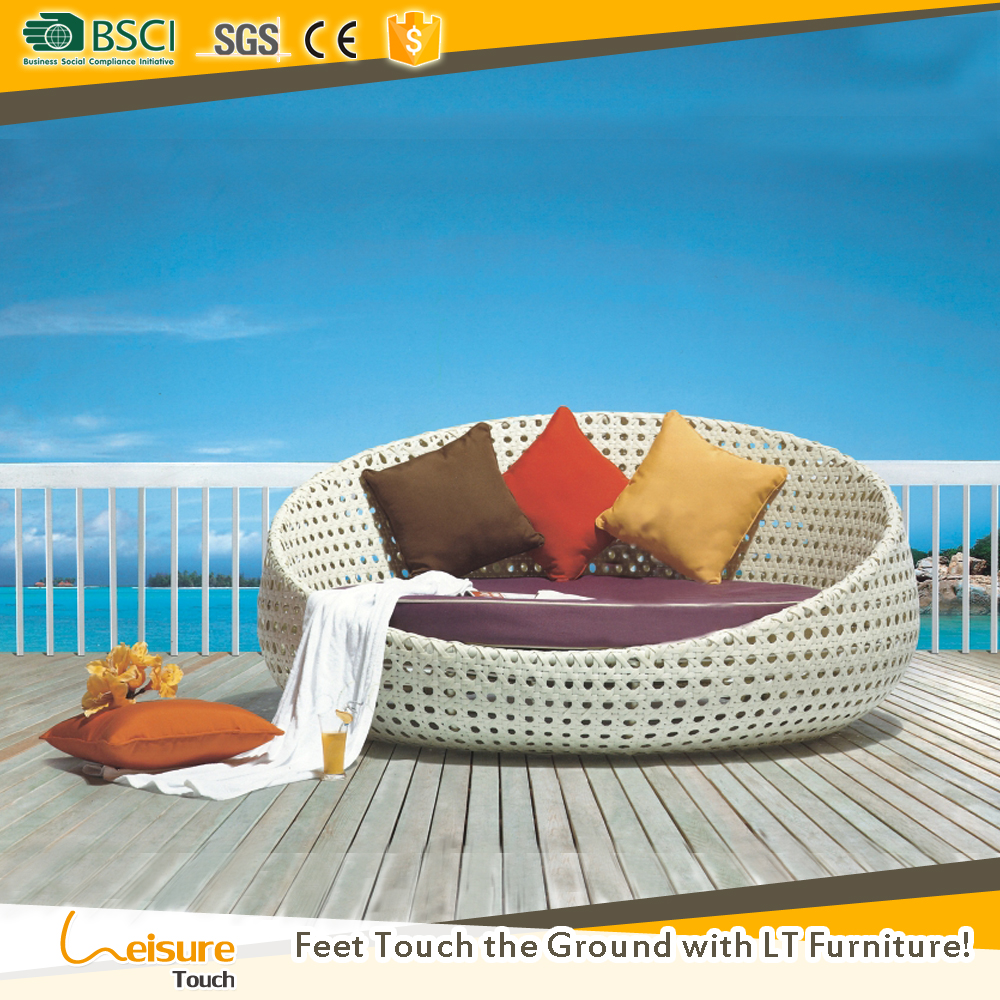 Foshan garden supplier patio swimming pool furniture outdoor wicker round rattan daybed