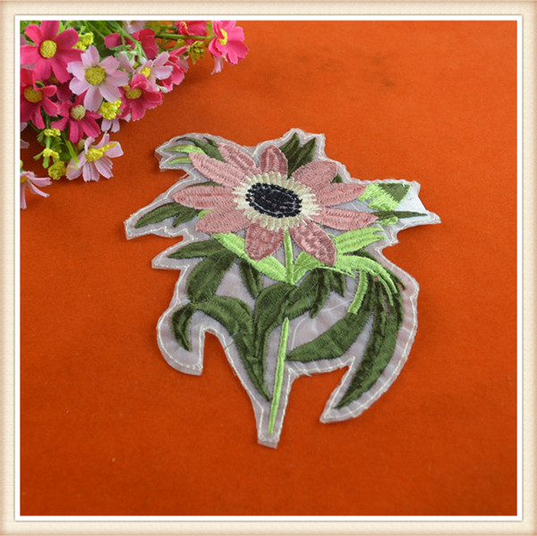 high quality decorative flower appliques/china wholesale embroidery patches for clothes/garment