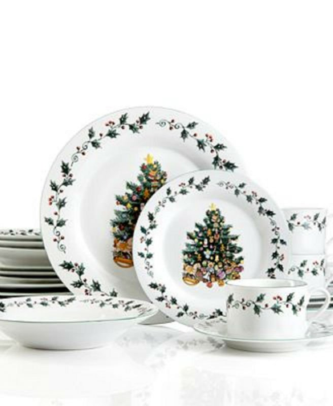 CHRISTMAS HOLIDAYS TREE TRIMMING DINNERWARE SET