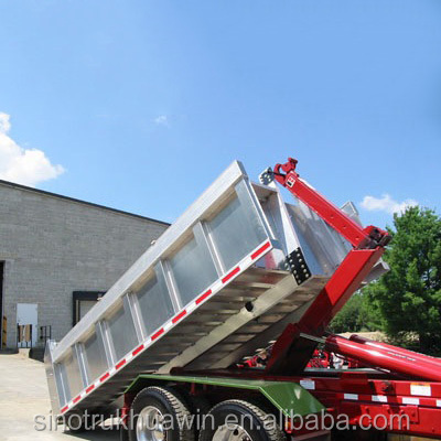 SINOTRUK HOWO 10 Tons Hook Lift Garbage Truck Capacity Of Compactor Garbage Truck Price