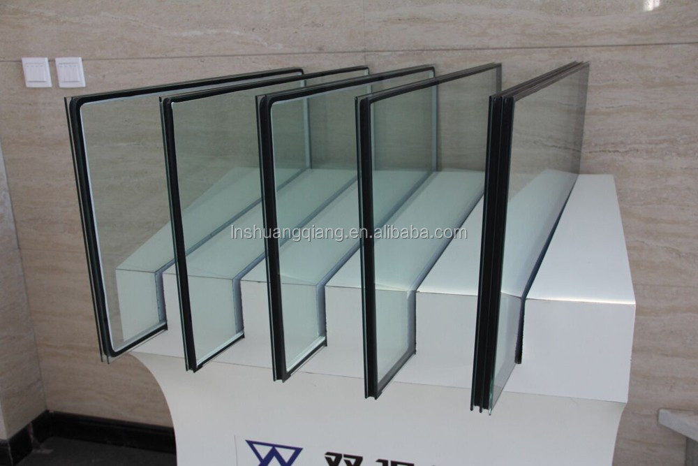 Swiggle warm edge spacer in insulating glass
