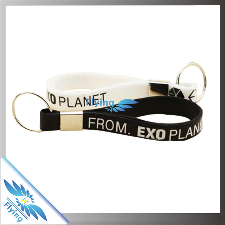 OEM supply custom silicone wristband keychain/rubber keyring best promotional items in 2016