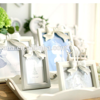 Resin Bow Knot Wall Hanging Vintage Wooden Frame for Family Christmas Gift Decor