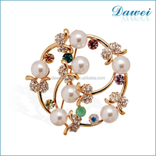 Korean style China wholesale rhinestone pearl flower brooch for wedding invitation