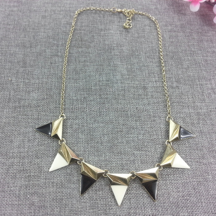 Hot sale vintage style triangle shaped necklaces black and white triangle